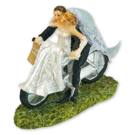B - BRIDE & GROOM ON BICYCLE