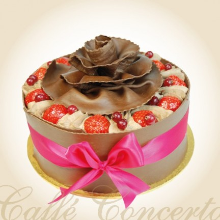 B - STRAWBERRY AND CHOCOLATE GATEAUX